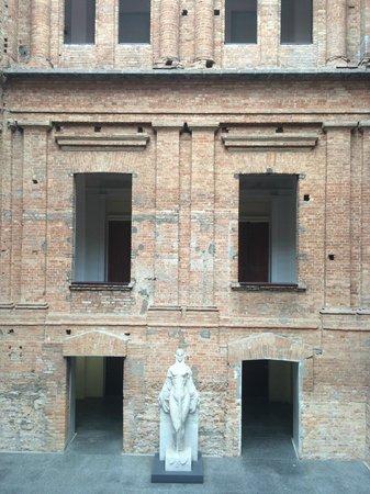 Estação Pinacoteca: Vão central da Pinacoteca, aberto para todos os pavimentos.