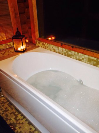 Hyades Mountain Resort : Υδρομασάζ με υπέροχη θεα...
