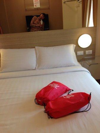 Red Planet Cebu: В мешочках полотенца, шампунь и мыло. Сами мешочки отель предлагает забрать как сувенир.