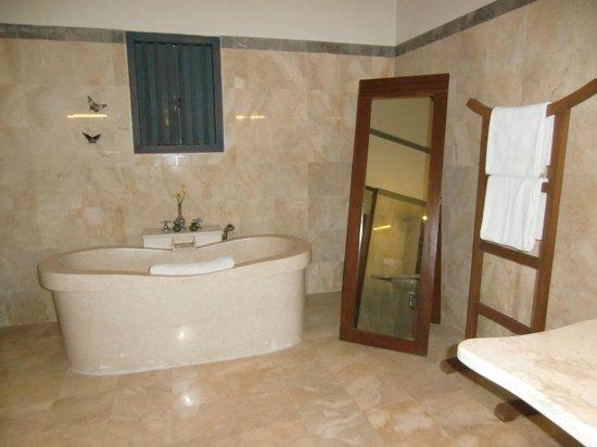 Plataran Borobudur Resort & Spa: bagno