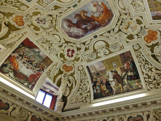 Palazzo Valenti Gonzaga : 天井装飾の美しさは格別