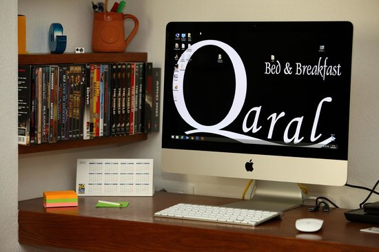 Qaral Bed and Breakfast: Computer