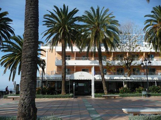 Hotel Balcon de Europa: Front of hotel
