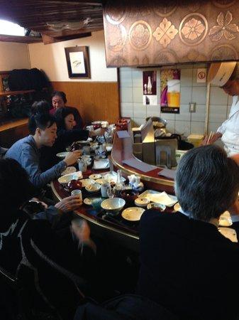 Shinjuku Tsunahachi Sohonten: Chefs at Work