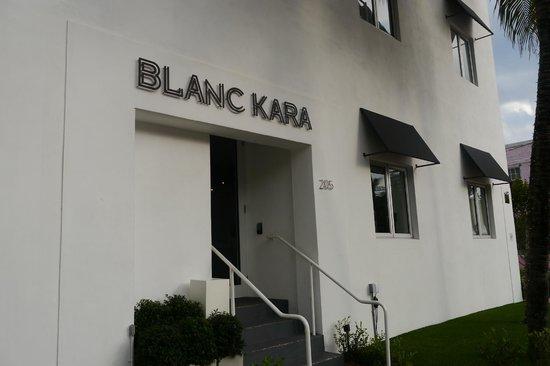 Blanc Kara: Entrée de l'hôtel