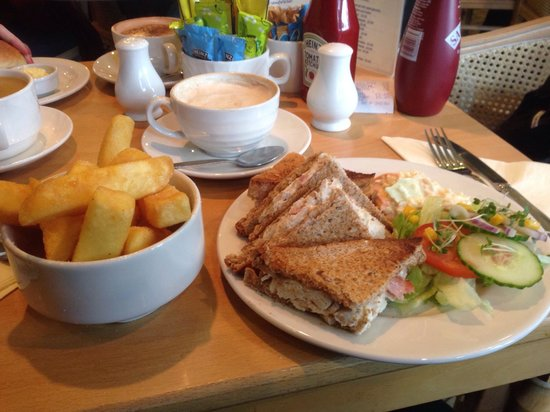 Renoirs Coffee Shop: Veg soup & a bacon & chicken toastie with chunky chips. Brilliant!