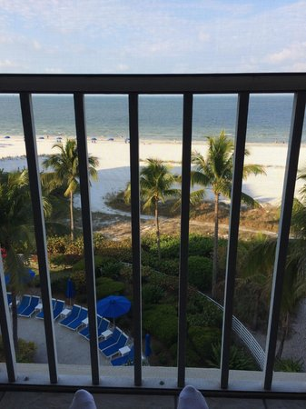 Pink Shell Beach Resort & Marina: Aussicht vom Balkon aufs offene Meer