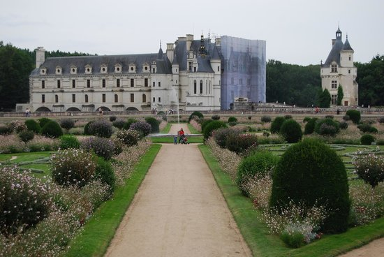 Schloss Chenonceau: Looking at the Chateau from the other side of the garden