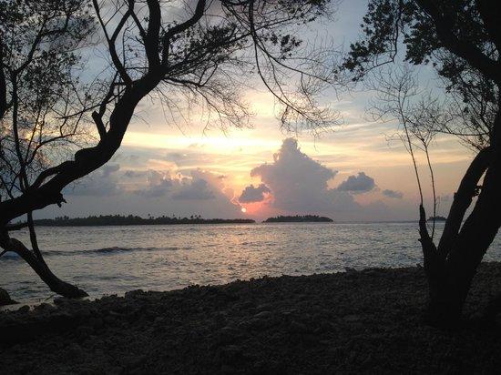 Cinnamon Dhonveli Maldives : sunset from bar