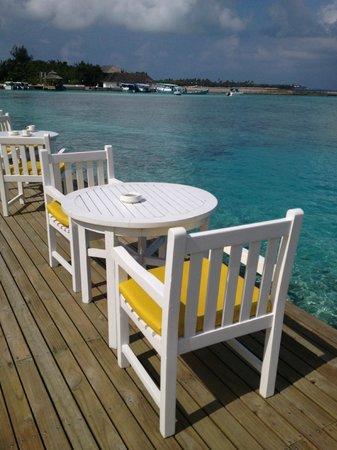 Cinnamon Dhonveli Maldives : outside the restaurant