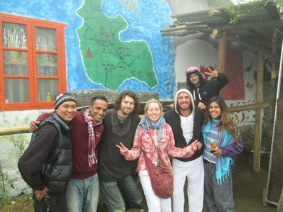 Sapa Backpackers: Painting at the new Sapa Hope Center