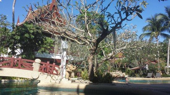 Thavorn Beach Village Resort & Spa: pool covering a huge territory
