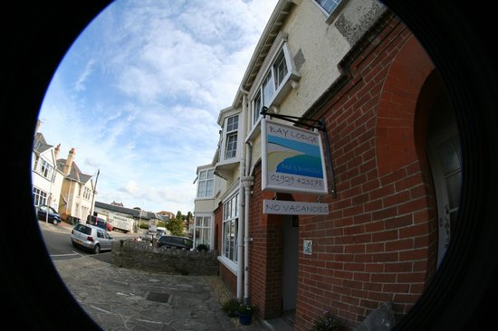 Bay Lodge Bed & Breakfast : View from Springfield Road looking towards the Co-op / Railway Station