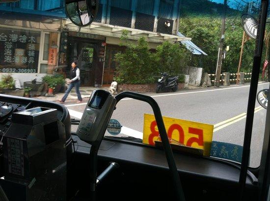 Hot spring Street  Xingyi Road: 508番のバスの中から