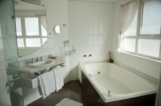 Maita Palace Hotel: banheiro da suite luxo