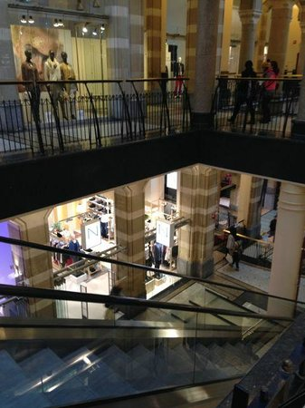 Magna Plaza: NIce atmosphere