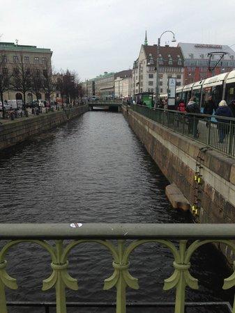 Clarion Hotel Post: Vattnet flyter strax utanför hotellet