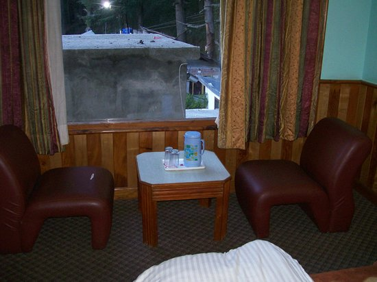Hotel Jupiter : sofa beside the  window from where mountaion can be seen.