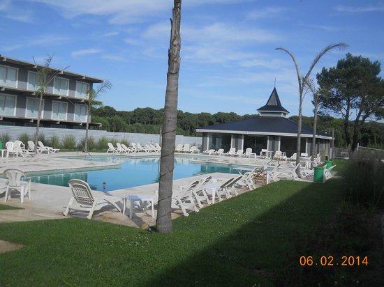 Howard Johnson Hotel and Convention Center Madariaga Carilo: area de  pileta y spa