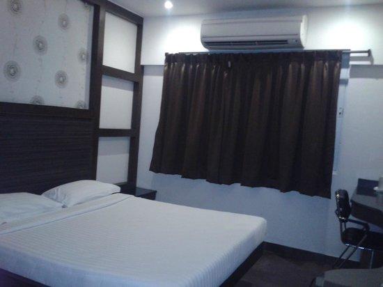 Hotel Tamizh Park: Room