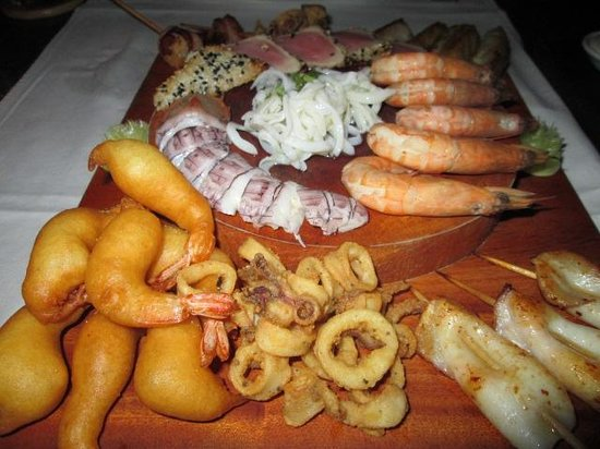 Outback Bar & Bistro: Seafood platter - yum!