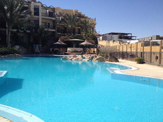 Jewels Sahara Boutique Resort : Lovely free form pool and spa pool