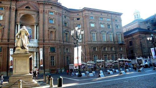 Museo Nazionale del Risorgimento: Torino: Italia: scorcio piazza