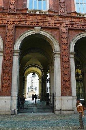 Museo Nazionale del Risorgimento : Nazionale del Risorgimento: Torino: Italia: verso Piazza Carlo Alberto