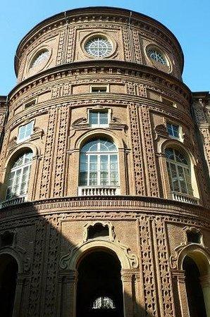 Museo Nazionale del Risorgimento : Nazionale del Risorgimento: Torino: Italia: torre cortile