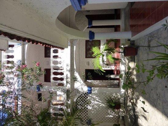 Mom's Hotel: courtyard