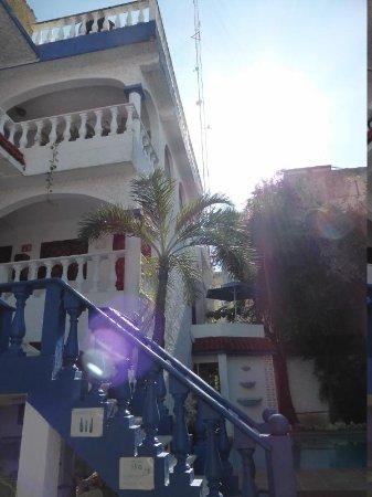 Mom's Hotel: courtyard2