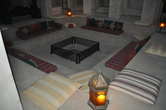 Bab Al Shams Desert Resort & Spa: lounge close to pool