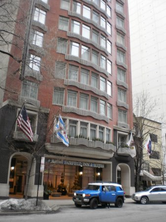 Fairfield Inn & Suites Chicago Downtown/Magnificent Mile: nice building