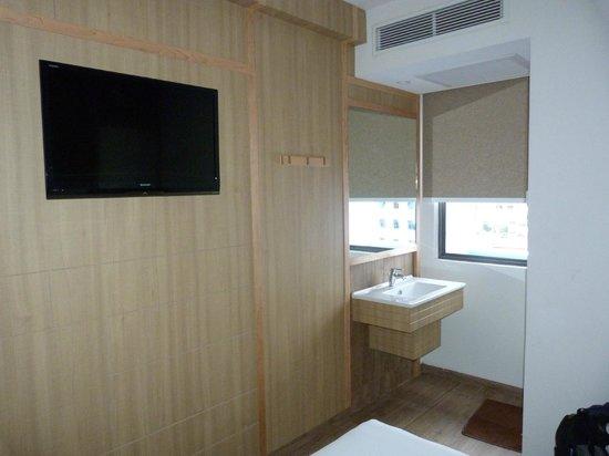 Hotel 81 - Star : Chambre et coin salle de bain