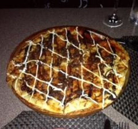 Tapas On The Bay : goat cheese flatbread. yum.