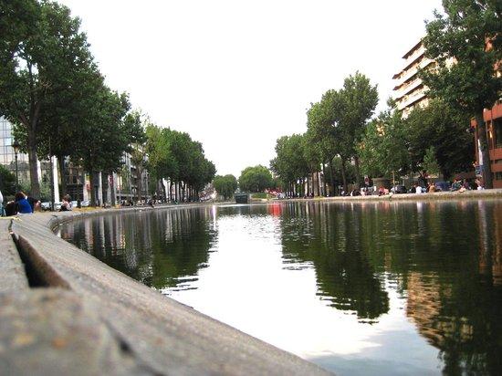 Timhotel Paris Gare de l'Est: St Martins canal