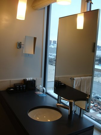Kimpton Ink48 Hotel: Another view of the bathroom sink/mirror