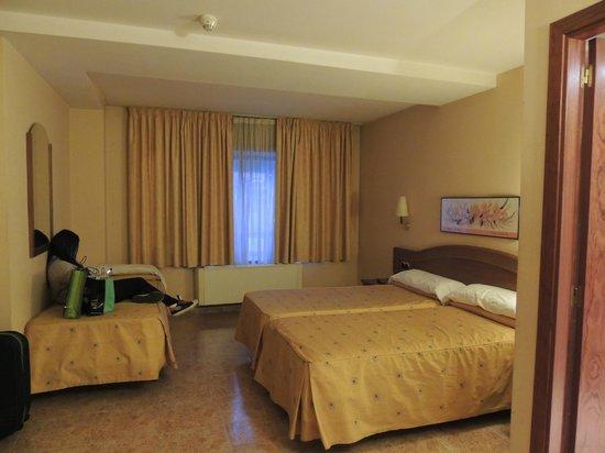 Cervol Hotel: Habitación triple