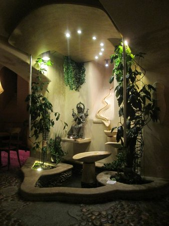Maitrea : Water feature on the lower floor of the restaurant