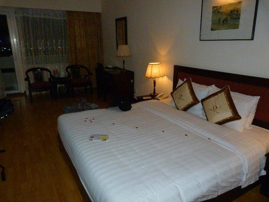 Century Riverside Hue Hotel : Chambre