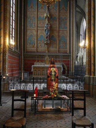 Cathédrale Saint-Étienne : Unique