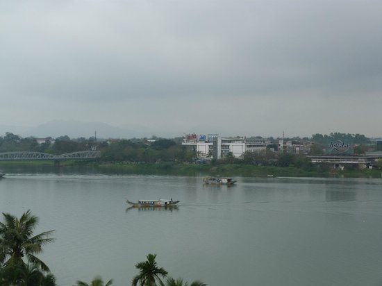 Century Riverside Hue Hotel : Vue du balcon