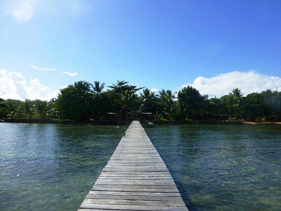 Hotel Libertalia : Les paillottes vues du ponton