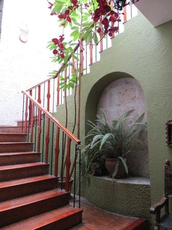 La Hosteria: escada para o quarto