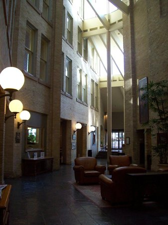 Crockett Hotel: The atrium/lobby -- the dining area behind and the registration desk ahead around the corner.