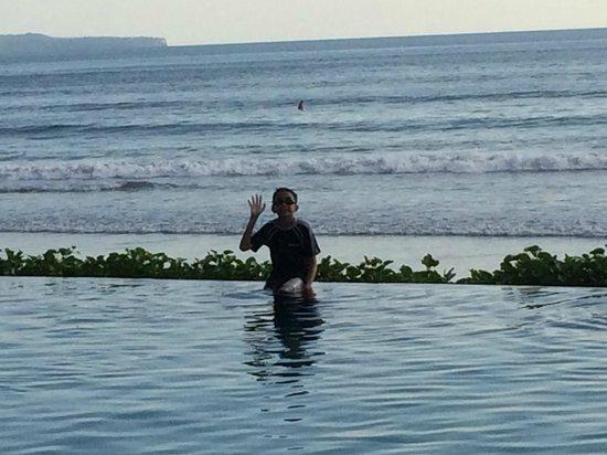 The Seminyak Beach Resort & Spa: Pool overlooking the beach