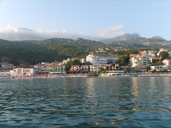 Hotel Rivijera Njivice: вид с лодки