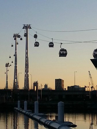 Crowne Plaza London - Docklands: Emirates Air Line from the north side.