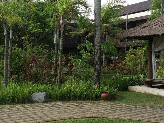 The Seminyak Beach Resort & Spa : Well kept garden