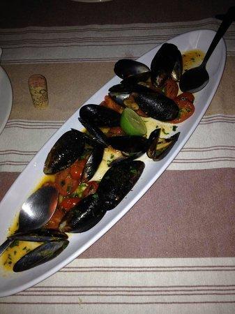 Boccon di Vino: Mussels - the sauce was delicious!